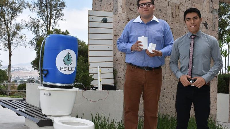 TIJUANA STUDENTS DEVELOP A SHOWER AND WC SYSTEM THAT SAVES WATER AND RECHARGES YOUR PHONE