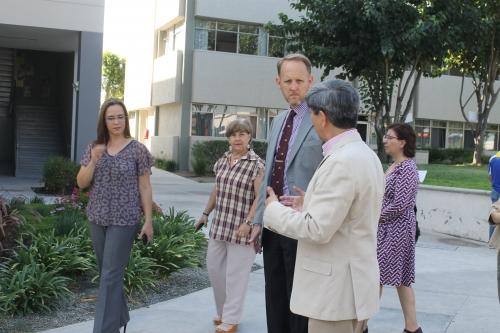 Nuevo Cónsul de EU visita el campus