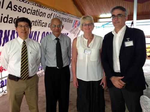 Rector participa en panel en Perú