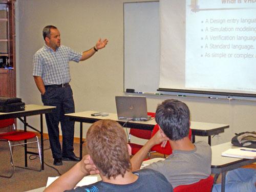 El Dr. Alexandro Castellanos da Cátedra en ICEs
