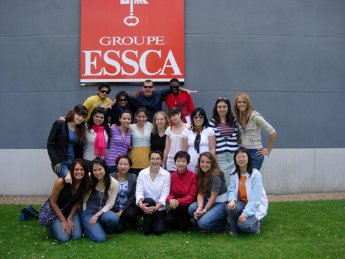 Alumnas Realizan Programa de Verano en Groupe ESSCA