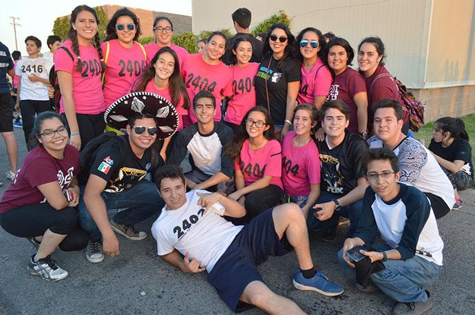 Estudiantes celebran su día a colores