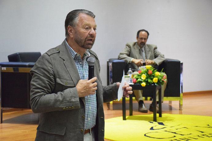 A ningún partido le interesa combatir la corrupción: Castañeda