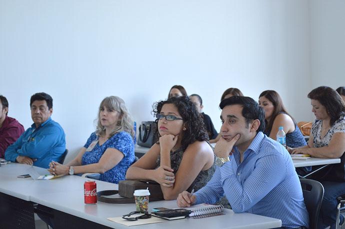 La Dra. Mónica Acosta, Coordinadora del MBA explicó la manera de trabajar durante la Maestría