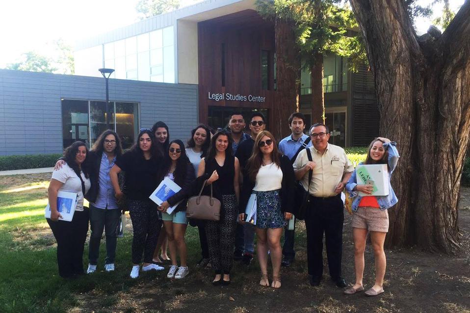 Universitarios estudian marco legal en California