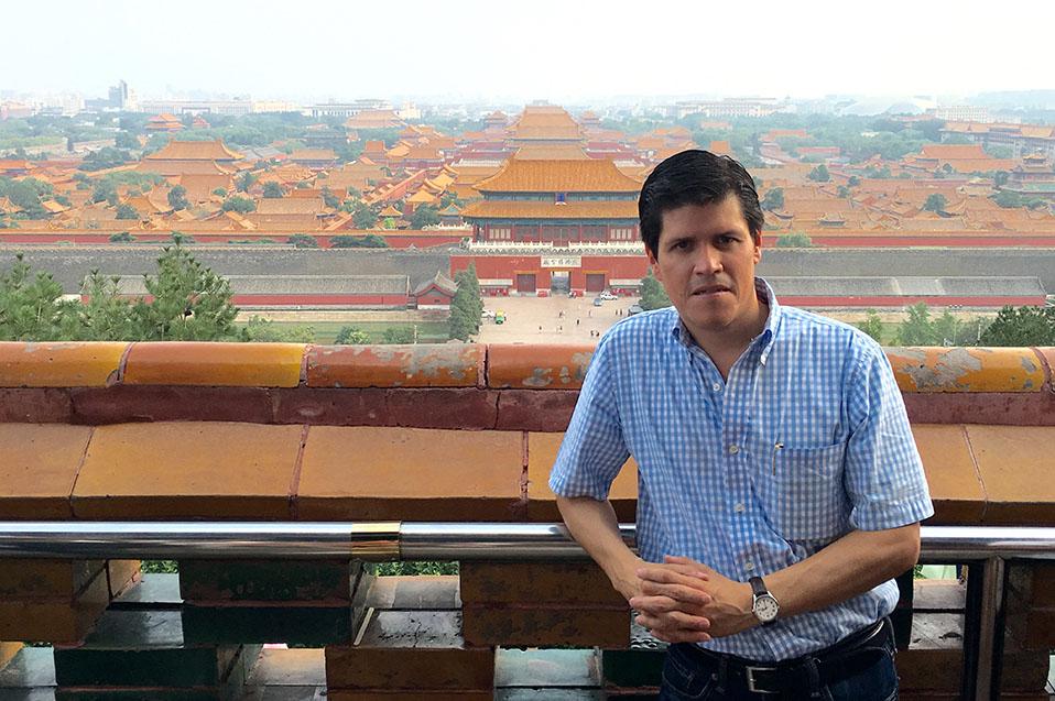 Jorge Ortega un poeta de CETYS que viajó a China