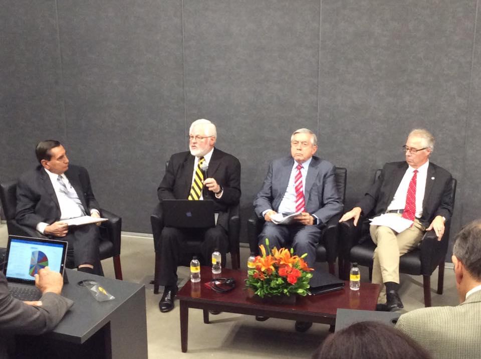 En este panel se contó con la participación de Ronald Carter, Rodrigo Guerra Botello, Thomas Blom y Ashok M. Mahajan.