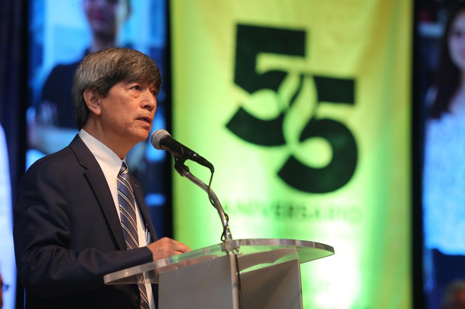 Dr. Fernando León García