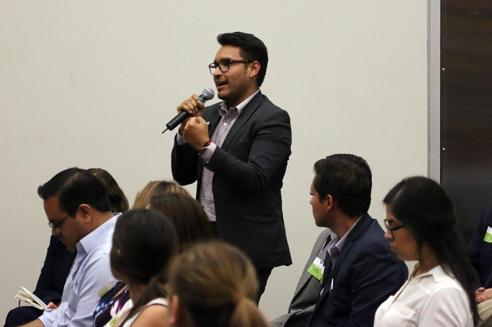 Los jóvenes crearon un espacio de diálogo para conocer sus oportunidades en el campo de los negocios en la frontera.