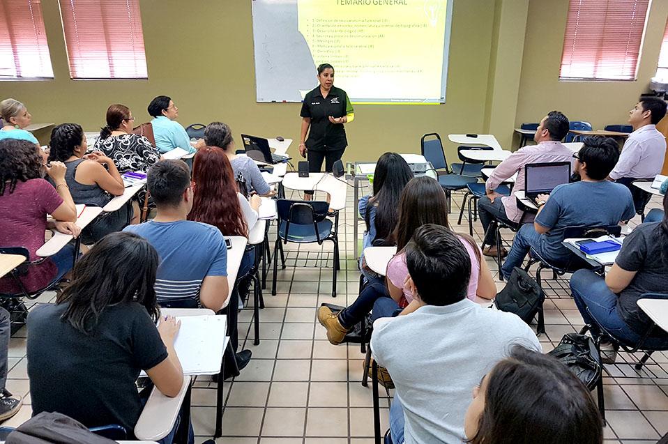 Escuela de Psicología comparte conocimientos