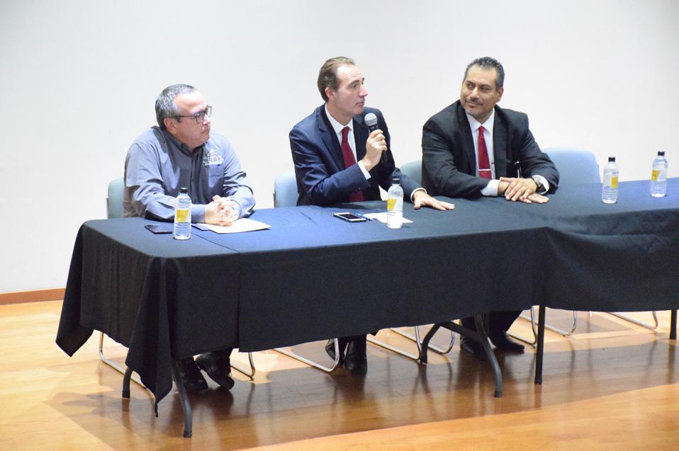 el Juez Vicepresidente de la Corte IDH brindó un espacio para el diálogo con los universitarios.