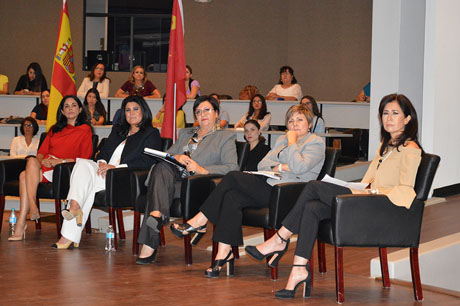 Dialogan mujeres sobre liderazgo y emprendimiento