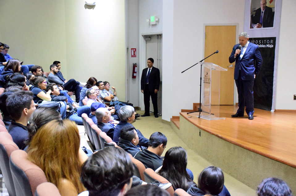 El Lic. Robles Miaja visitó el Campus Tijuana para ofrecer conferencia magistral ante la comunidad estudiantil y académica.