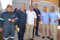 En la foto personal de mantenimiento disfrutando el convivio.