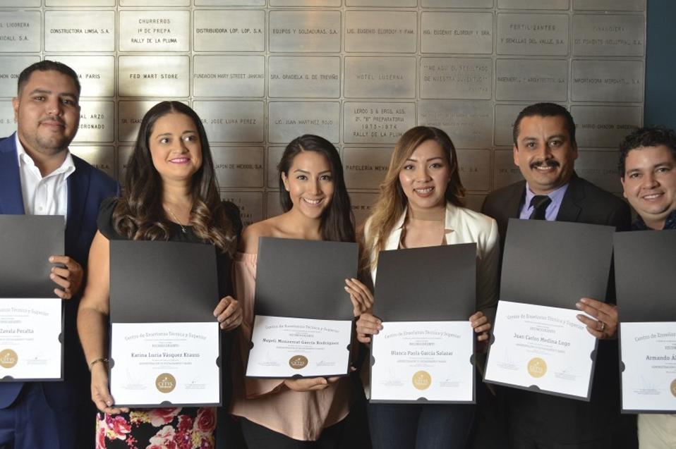 Nuevos graduados de CETYS Educación Continua