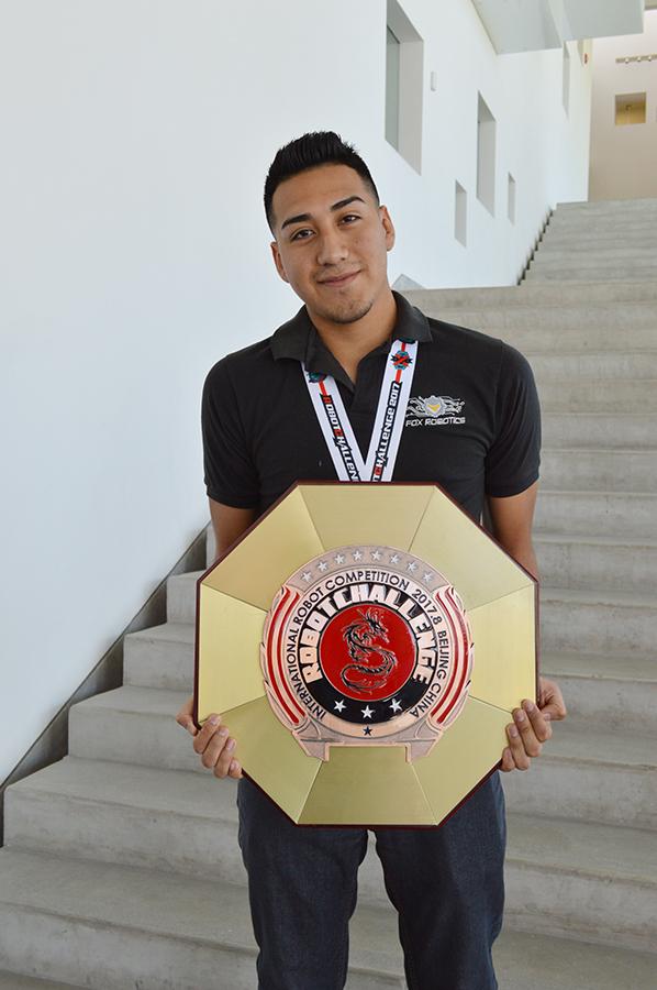 Enrique García estudiante de séptimo semestre de IMEC