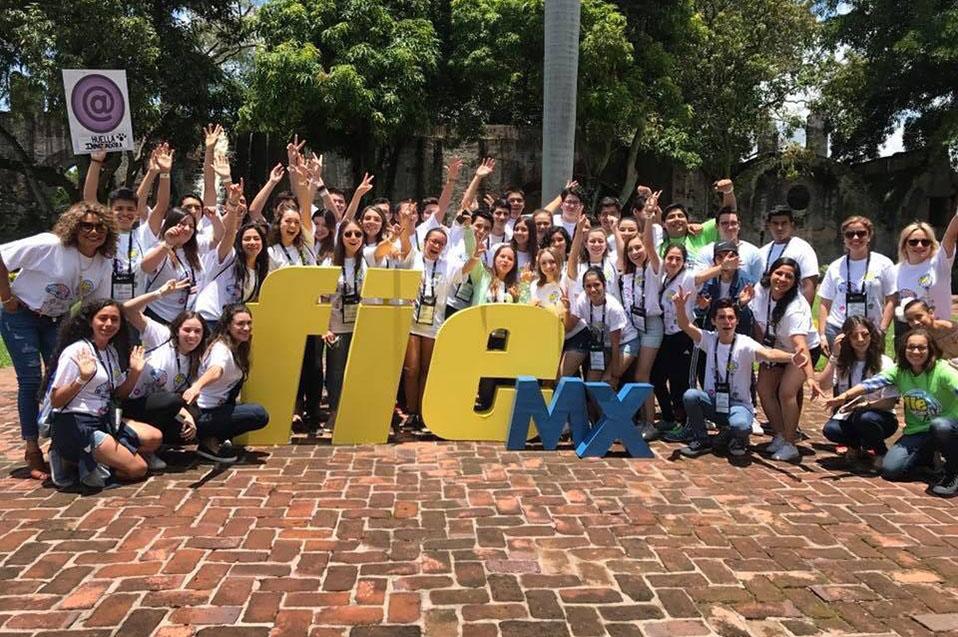 Destacan bachilleres en Foro Internacional de Emprendedores