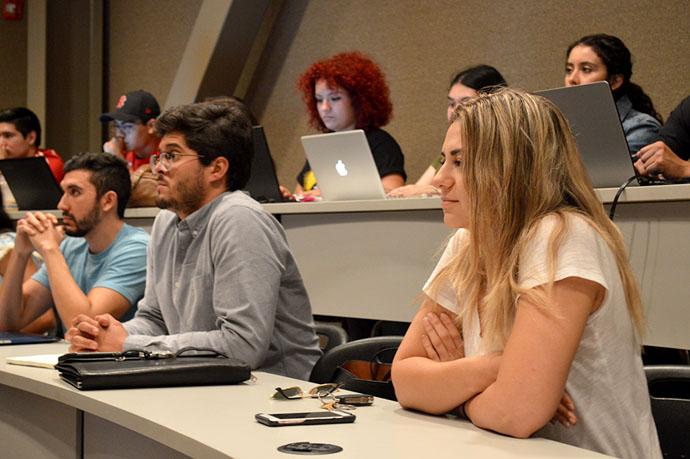Analizan alumnos temas de Derecho Medio Ambiental