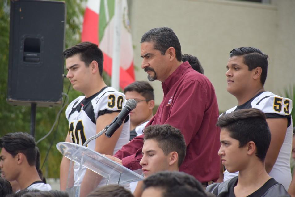 Mtro. Eliseo Mendoza, director de Educ. Media Superior.
