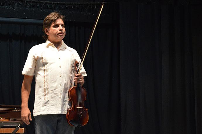 Comparte Sergio Martínez su experiencia en el Violín