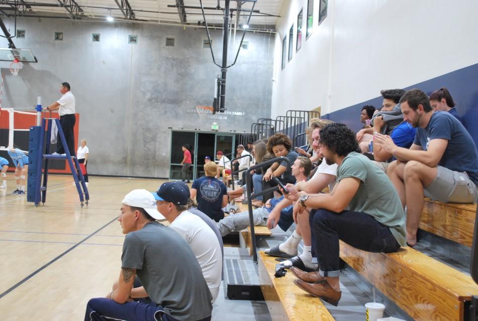 Aficionados presentes en el Gimnasio Hollingsworth de Santee, CA.