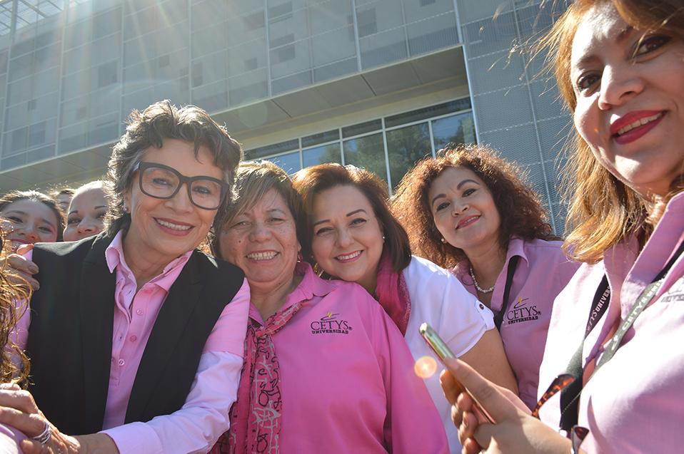 Leyenda del cine y televisión promueve la prevención del cáncer de mama