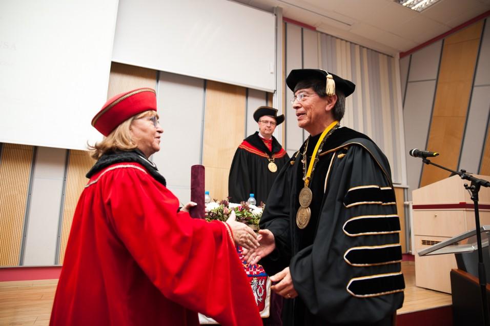 Máxima autoridad de CETYS recibe grado de Doctor Honoris Causa en Europa