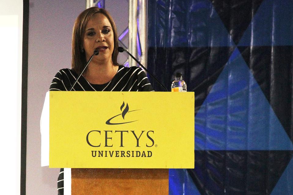 La Mtra. Jessica Ibarra agregó un evento más al Tazón de las Estrellas en Baja.