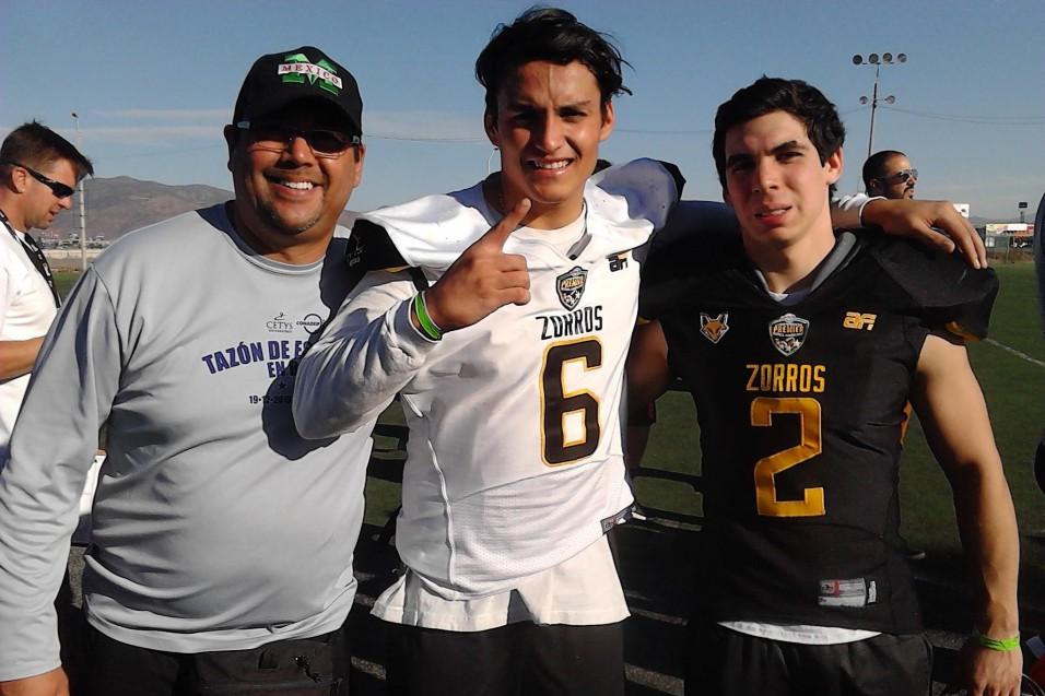 Izaak Álvarez y Bruno González con el entrenador Juan Ángel Medina.