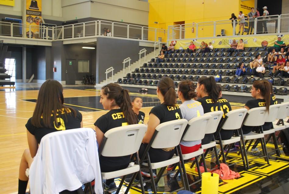 Zorros Fem. lideran la competencia femenil.