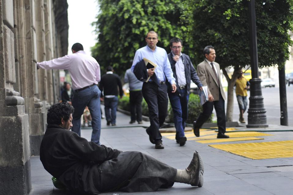 Prepara docente investigación sobre desigualdad en Mexicali