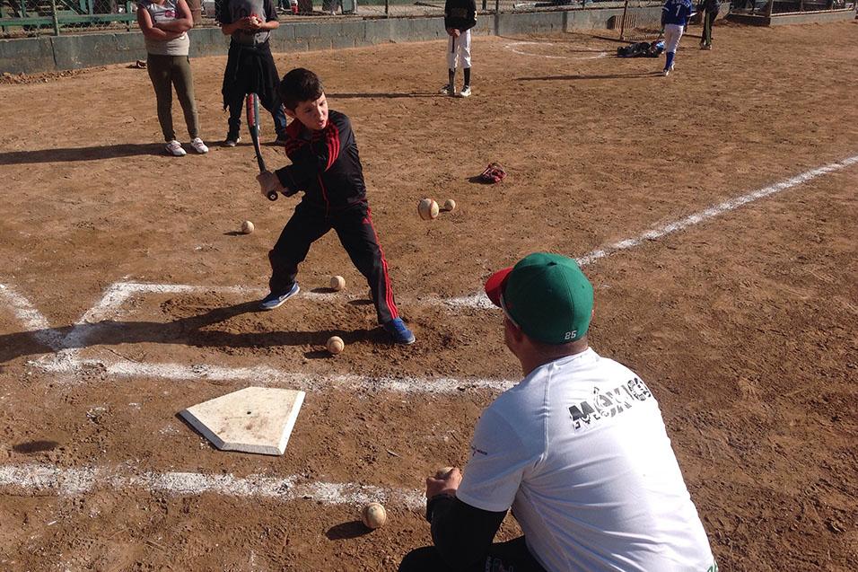 Niños y niñas recibieron técnicas específicas de este deporte.