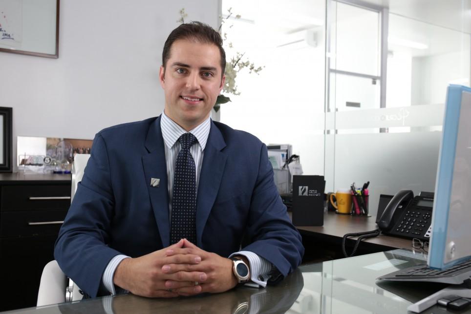 Un egresado con compromiso social: Adrián J. Romero