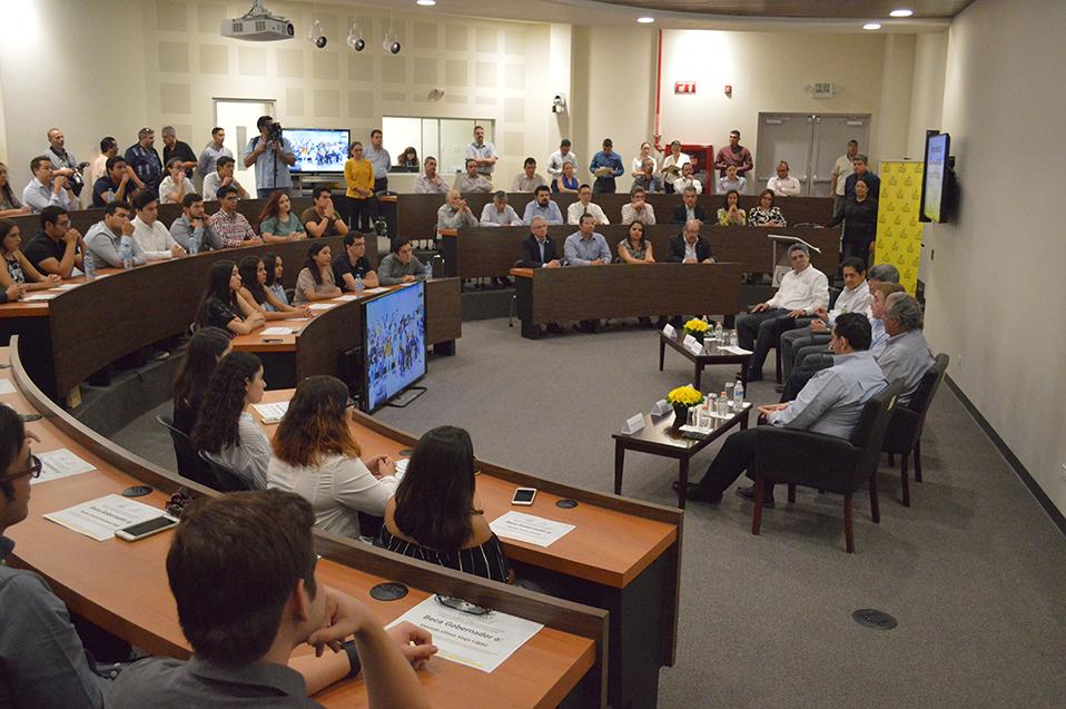 Apoyo continuo a la comunidad estudiantil: Becas Gobernador
