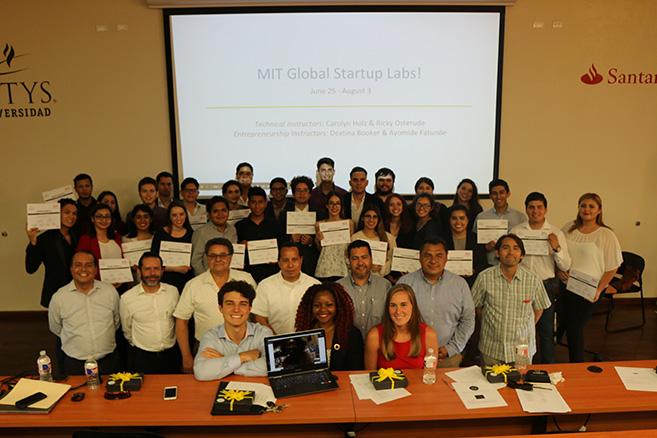 Alumnos crean aplicaciones móviles apoyados por instructores del MIT