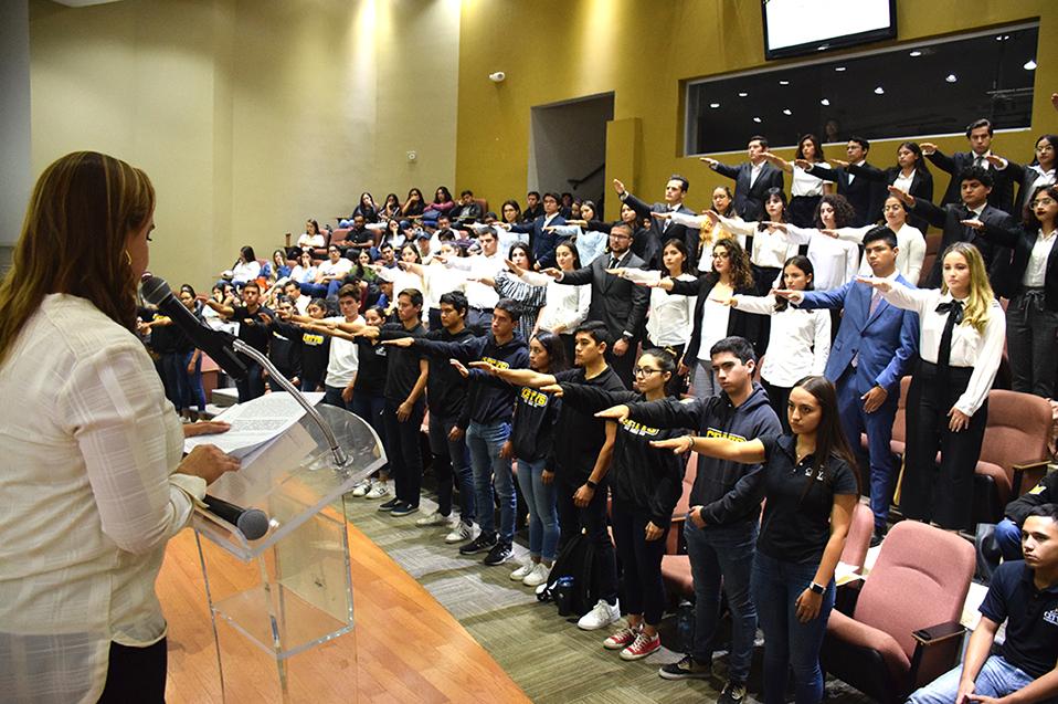 Nuevos líderes estudiantiles toman protesta