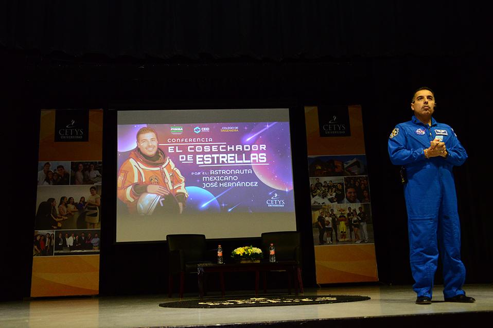 Astronauta invita a estudiantes de CETYS a soñar en grande.