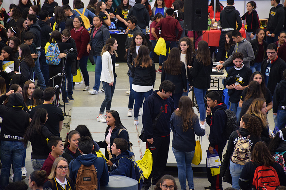 Próximos universitarios buscan más que un salón de clases