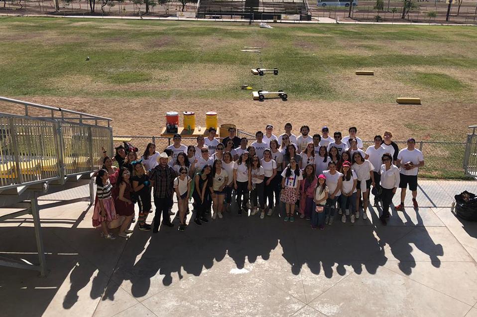 Regalan sonrisas y alegría a 200 niños en CETYS