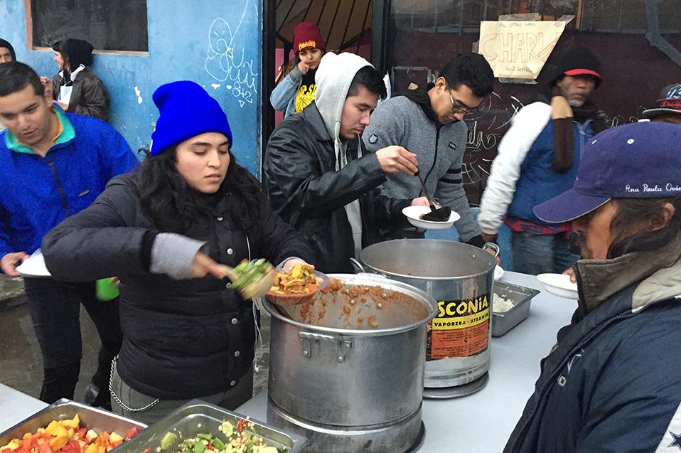 "Alumnos de CETYS participan en proyecto comunitario ""Tijuana Comida no Bombas"""
