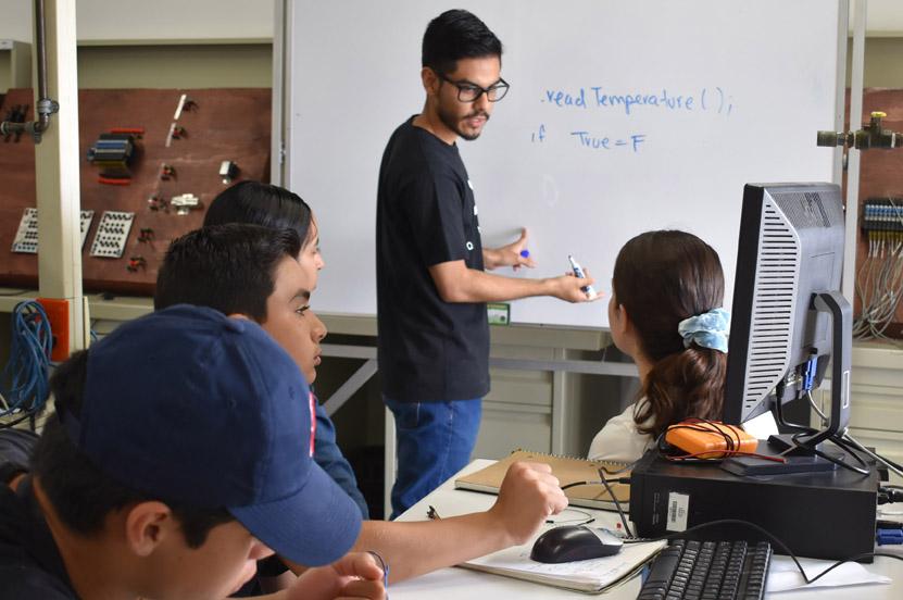 Quantum comparte conocimiento para llegar a competencia mundial de Robots