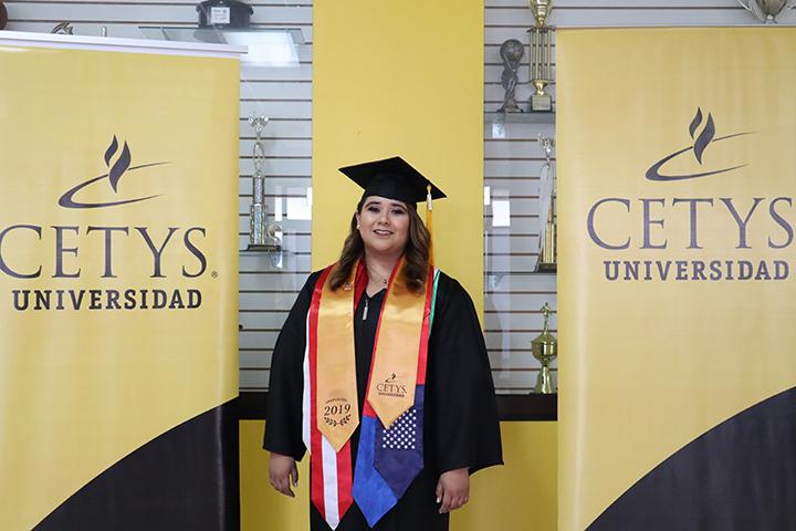 """""""Mi objetivo, egresar con una visión global de los negocios"""": Claudia Angulo"""