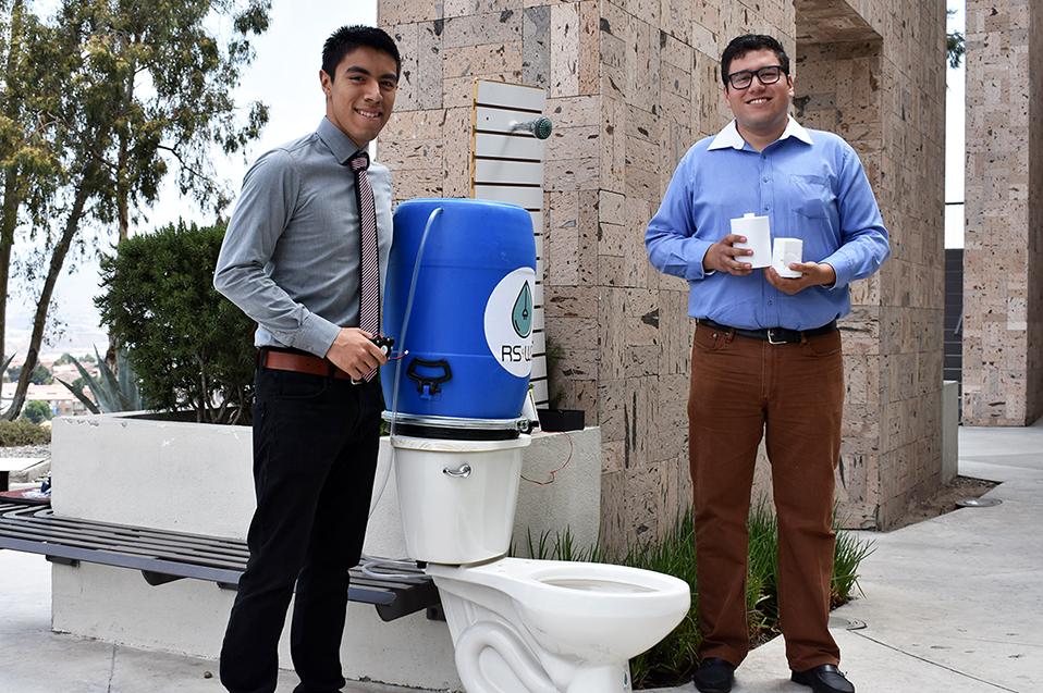 Egresados de CETYS Tijuana crean proyecto innovador para ahorrar el agua que usamos en el baño