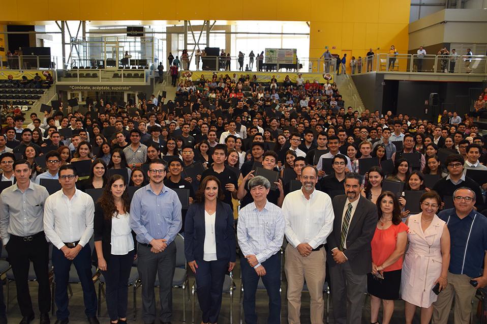 Nuevos estudiantes de CETYS reciben beca para convertirse en profesionistas competitivos