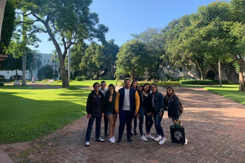 Estudiantes de CETYS Tijuana obtienen beca en foro internacional de emprendedores