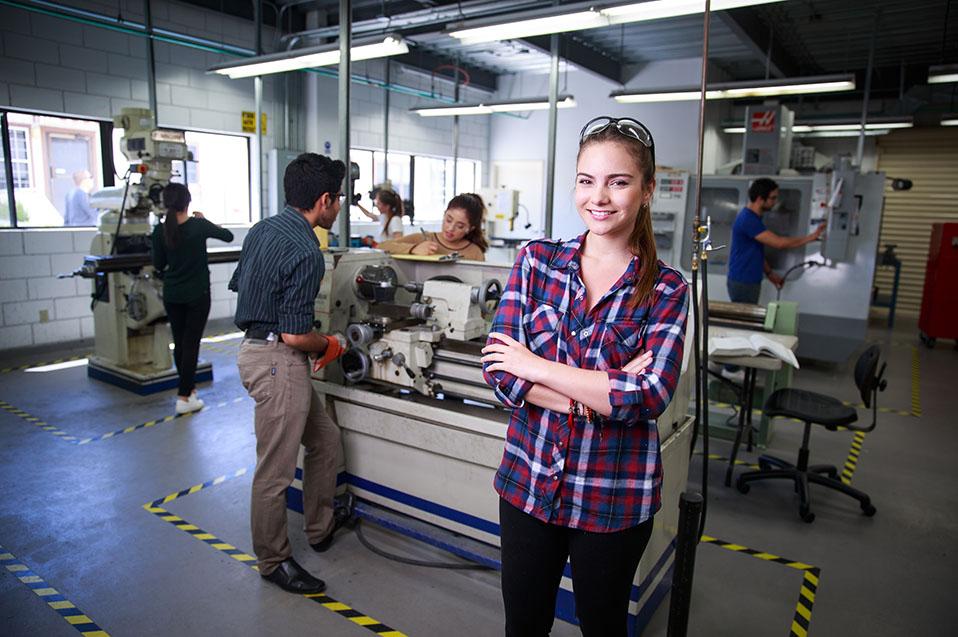 Mejora CETYS las instalaciones donde se preparan los futuros ingenieros de la región