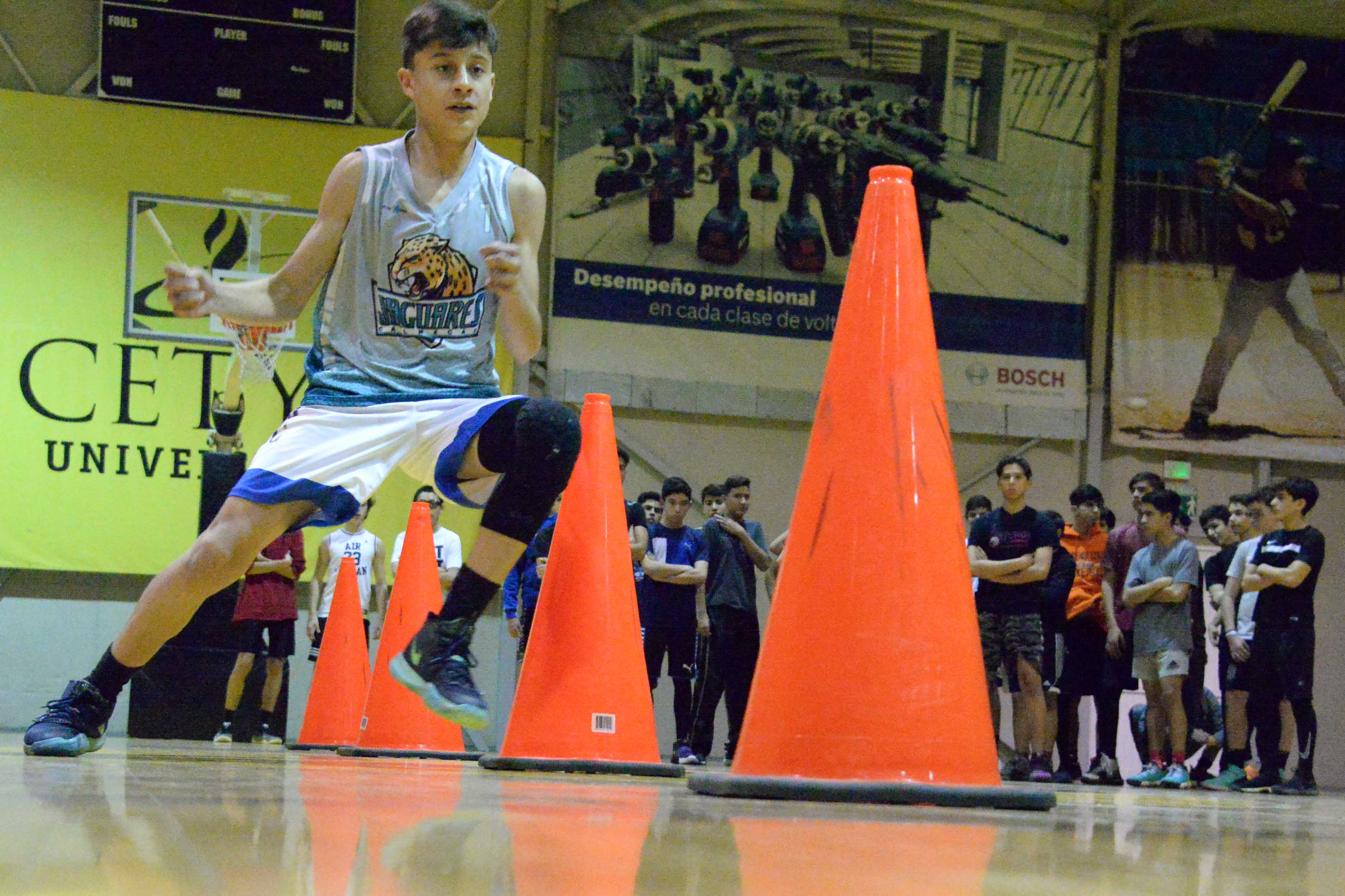 Responden jóvenes a los Try Outs de Basquetbol Juvenil
