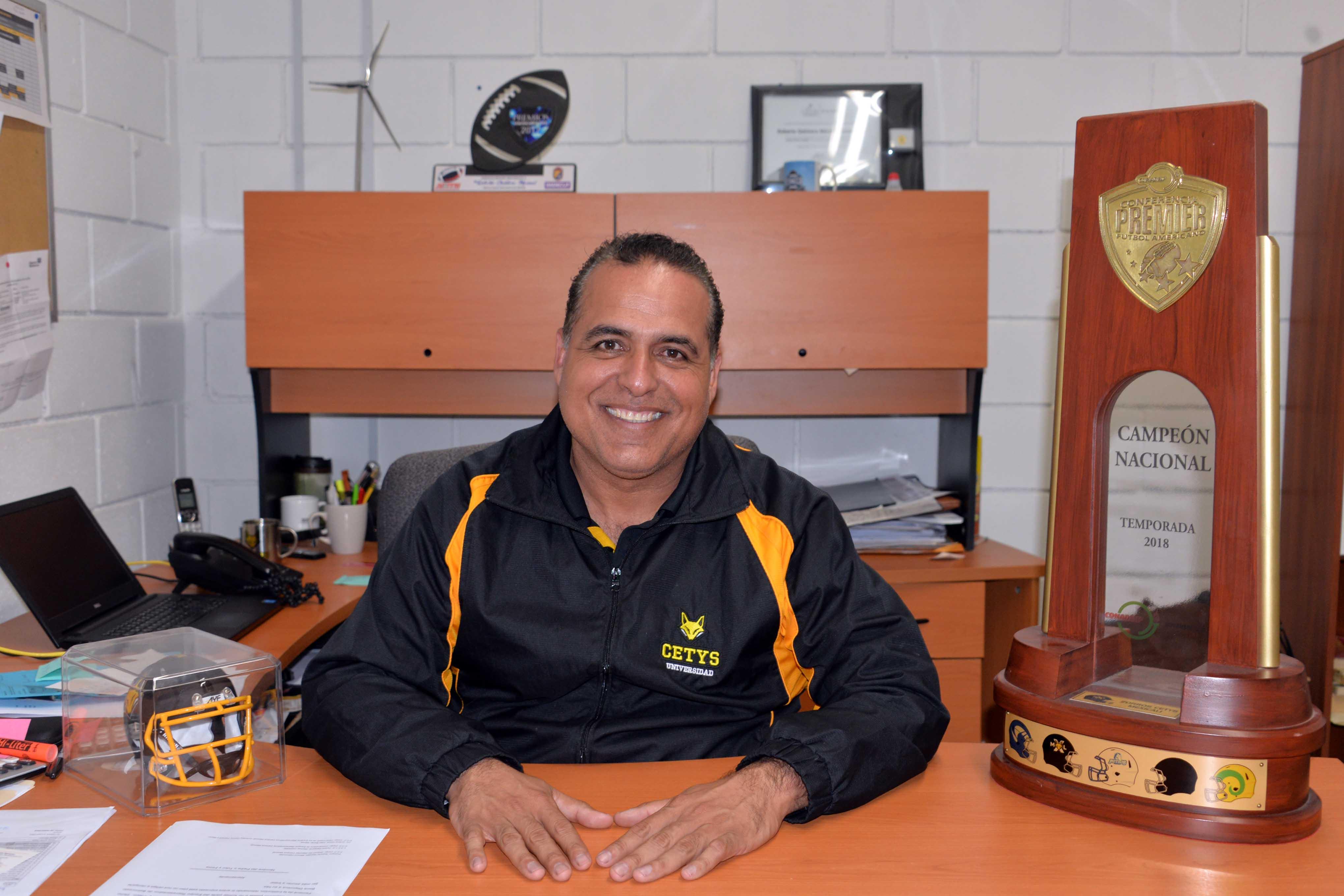 Nombran a Roberto Quintero Director de Futbol Americano de CONADEIP