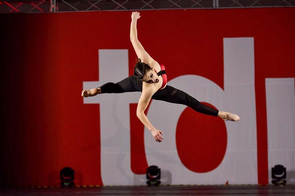 Estudiante de ingeniería destaca en competencia regional de danza