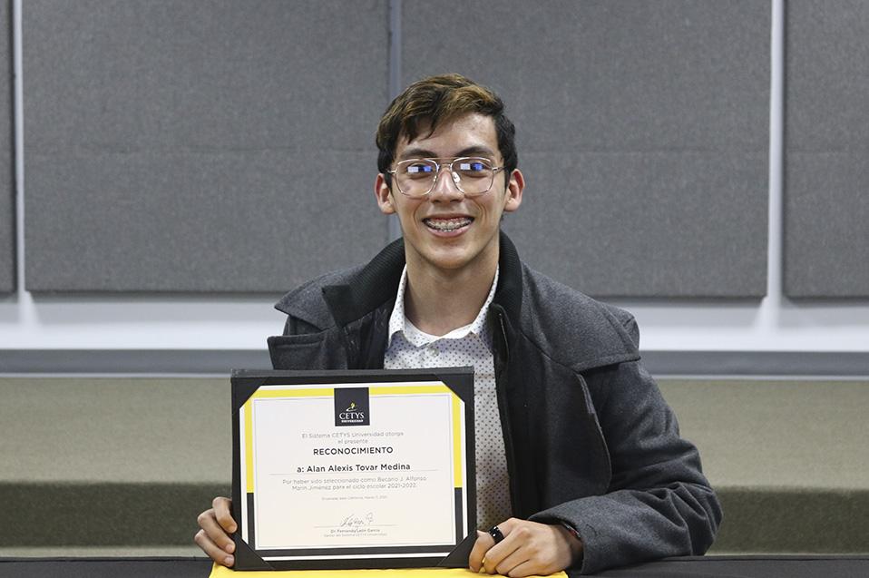 Estudiante de Ingeniería de Ensenada, ganador de la Beca Jesús Alfonso Marín Jiménez